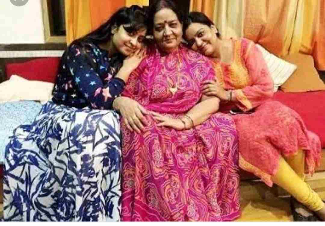shubhi sharma family
